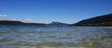 Au bord d'un lac en Suisse
